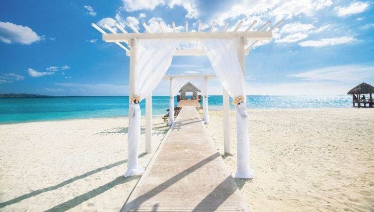 wedding abroad in a pandemic