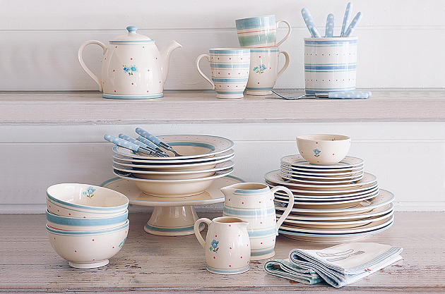 Blue and white porcelain pottery gift set
