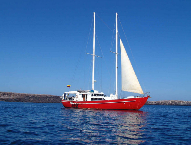 Ecuador & Galapagos honeymoon yacht