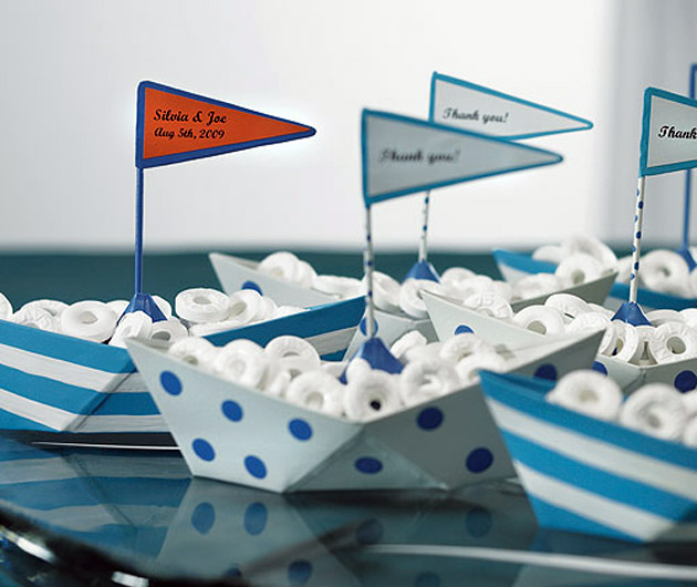 Metal Favour Boats