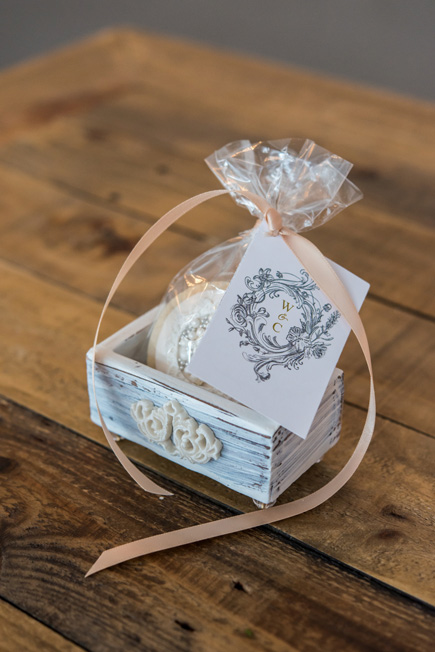 Pretty Biscuit Wedding Favour with Jewel Footed Favour Box andAntique Chic Card - Beautiful Favour Box Ideas | Confetti.co.uk