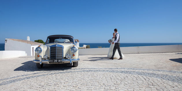 The bride and groom by Yes I Do! Algarve,