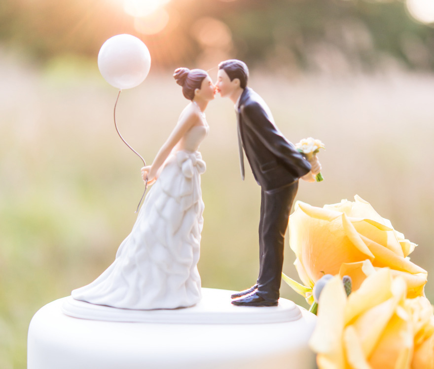 """Leaning In For A Kiss"" Balloon Wedding Cake Topper - Wanderlust Cake Topper 