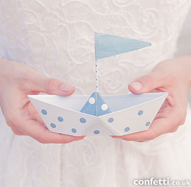 Metal boats wedding favour