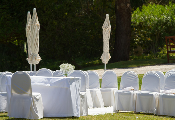 White and baby breaths wedding ceremony at Vila Vita Parc in Porches