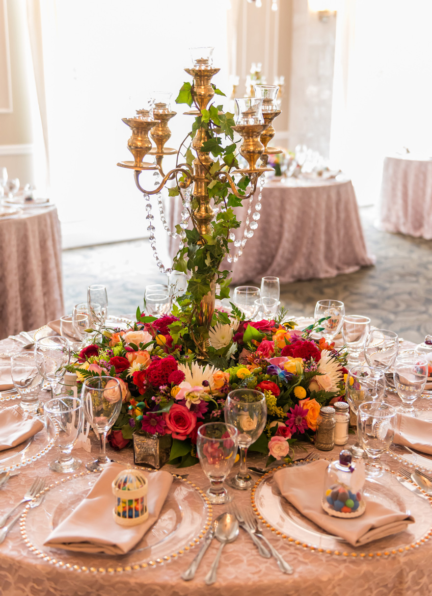 Candelabra centrepiece with ivy and flowers | Confetti.co.uk