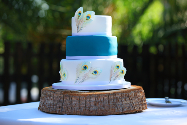 White and blue peacock feathered wedding cake