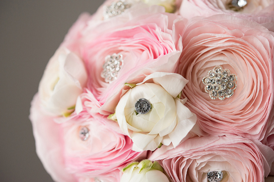 Glamorous bouquet with decorative crystal pins | Confetti.co.uk
