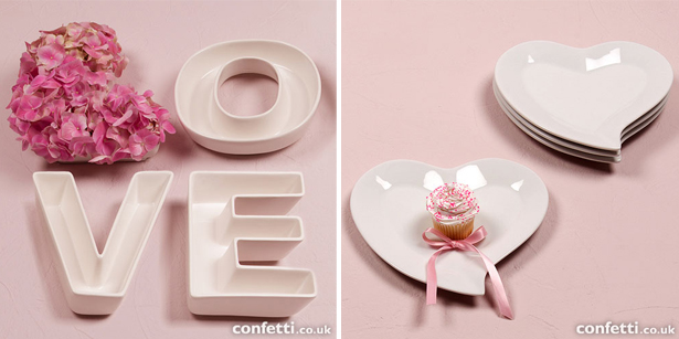 Decorative plates as wedding signs | Confetti.co.uk