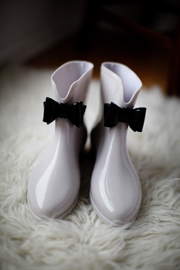 Styling Autumn Wedding| Real Wedding Bride and Grooms Autumn Wedding | Bridal Wellies and Shoes for Autumn and Winter Weddings |Confetti.co.uk