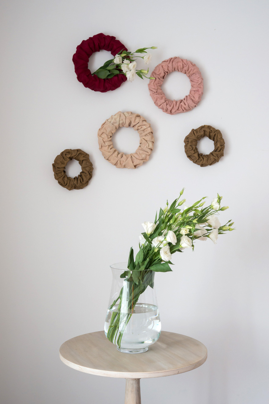 DIY Colourful Burlap Wreaths - Colourful DIY burlap wall wreaths and table centrepiece | Confetti.co.uk