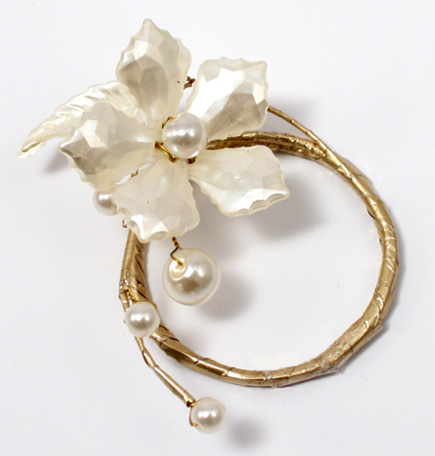 Pearl & Vintage Gold Wire Ornamental Floral Mini Ring - Classic white and gold wedding accessories and decorations inspiration | Confetti.co.uk