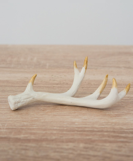 White and Gold Antlers Decor | Confetti.co.uk