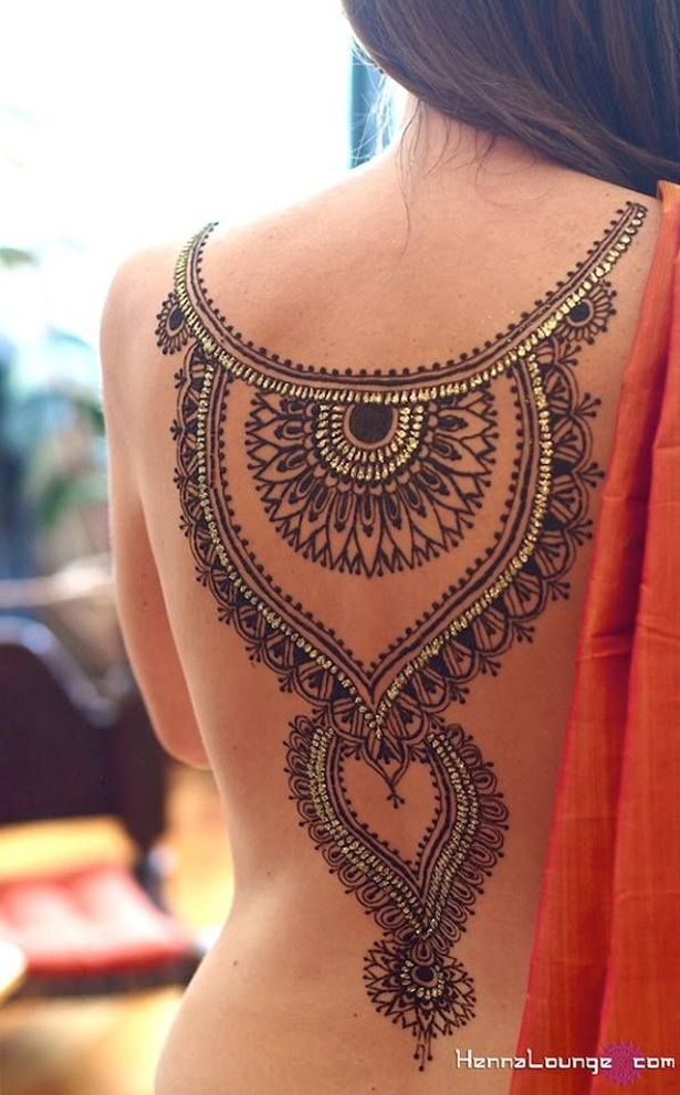 Detailed mehndi pattern on your back | Mehndi designs | Mehndi ideas | Confetti.co.uk
