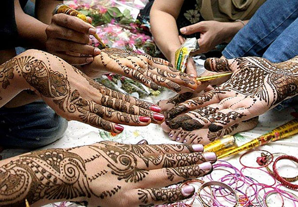 Mehndi for bridesmiads | Mehndi party | Mehndi ideas for your bridesmaids | Confetti.co.uk