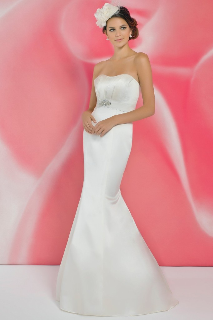 Alexia Designs I110 by Rosedene Bridal under £500 | Confetti.co.uk