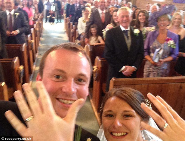 Wedding Worth Selfe | Wedding Selfie at the alter | Confetti.co.uk