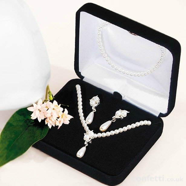 Christmas gift Pearl drop jewellery set in gift box