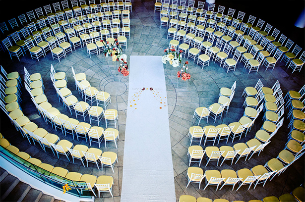 Circular wedding seating | Confetti.co.uk