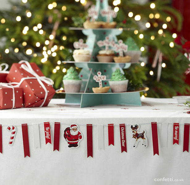 Christmas bunting | Christmas table decor| First Christmas as Mr and Mrs | Confetti.co.uk