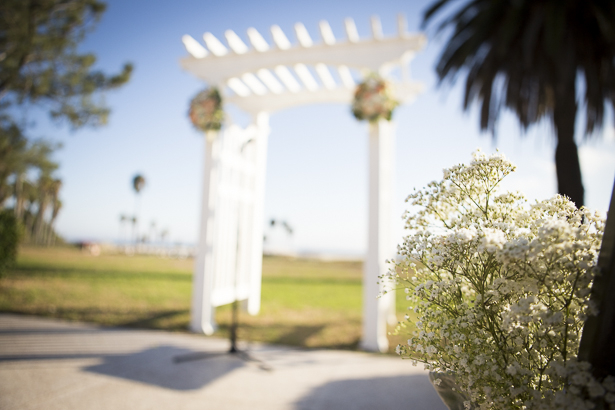 White arch way with blush pink and white hydrangeas floral arrangements leading to the ceremony | Beach wedding ceremony | Crystal & Giampaolo California Real Wedding |Destination Wedding America | Confetti.co.uk