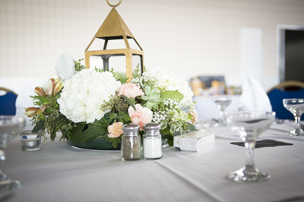 Beach themed wedding centrepieces | Gold lamp with white hydrangeas, and pink carnations | Crystal & Giampaolo California Real Wedding |Destination Wedding | Confetti.co.uk
