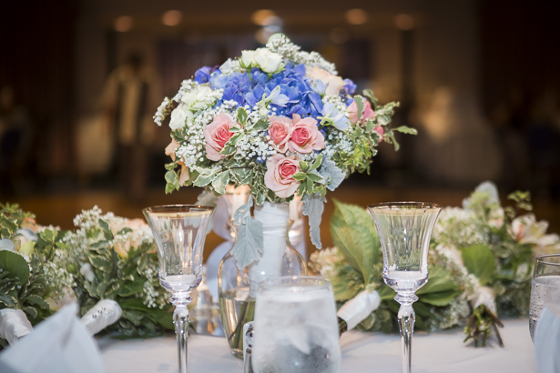 Beach themed wedding centrepieces with pink roses and blue hydrangeas | Crystal & Giampaolo California Real Wedding |Destination Wedding | Confetti.co.uk