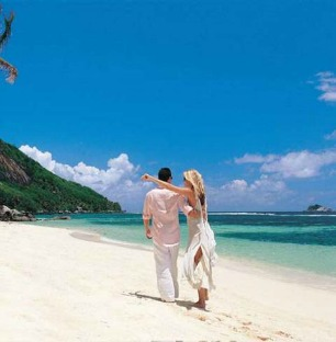 Beachcomber Seychelles couple on beach