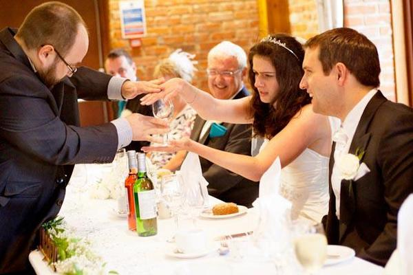 Wedding Magician Entertainment from Confetti.co.uk