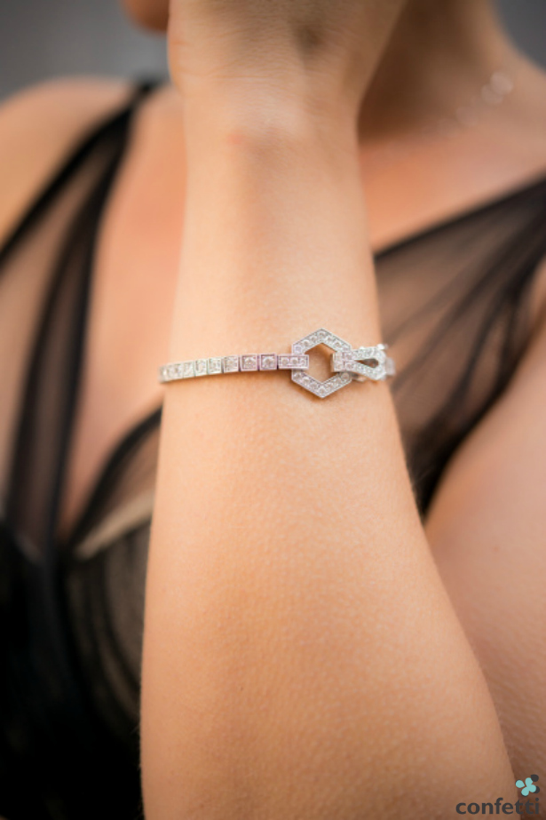 A tennis bracelet as a gift for a new bride | Confetti.co.uk
