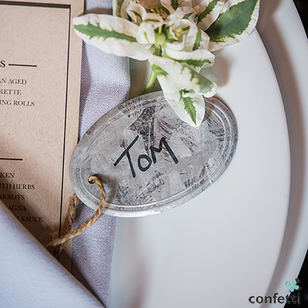 6 muct have items for your chic city wedding | Put your guests name on these stunning tin inspired tags | Confetti.co.uk
