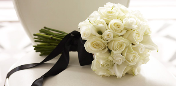 White and Black Bridal Bouquet | Confetti.co.uk