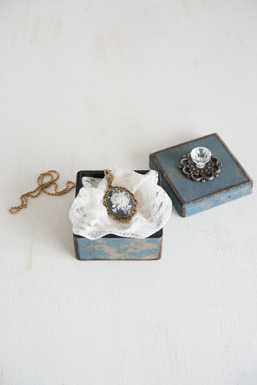 DIY Vintage Gift Box | Confetti.co.uk