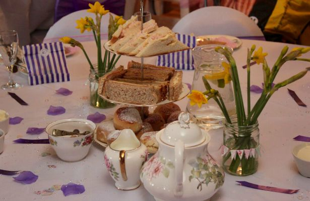 Vintage tea at Jess and Ryan's real wedding | Confetti.co.uk
