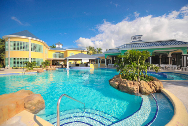 Take a relaxing dip in the pool on your Jamaican honeymoon   Confetti.co.uk