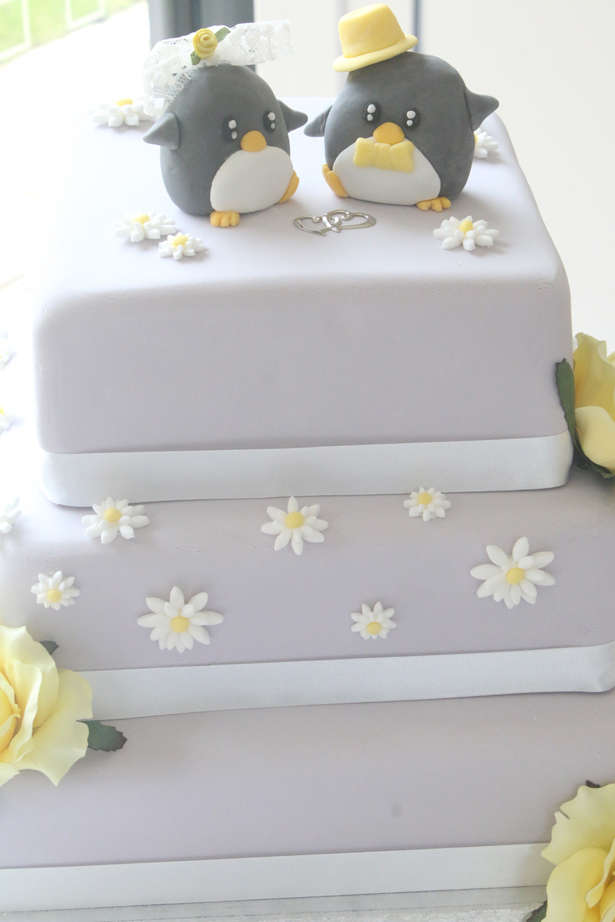 Cute Wedding Cake | Confetti.co.uk