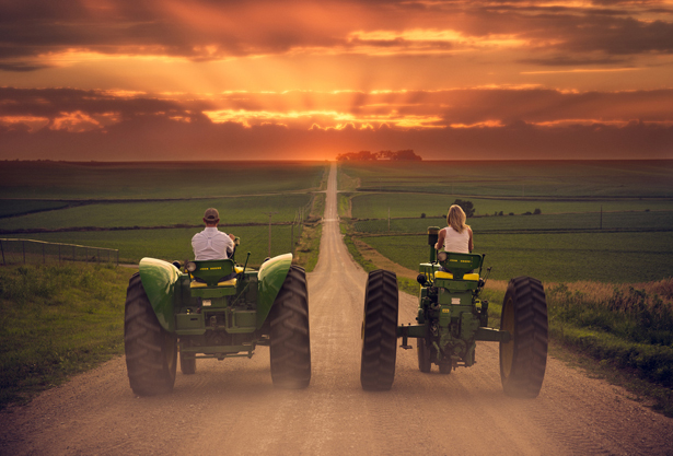 Tractor Wedding | Confetti.co.uk