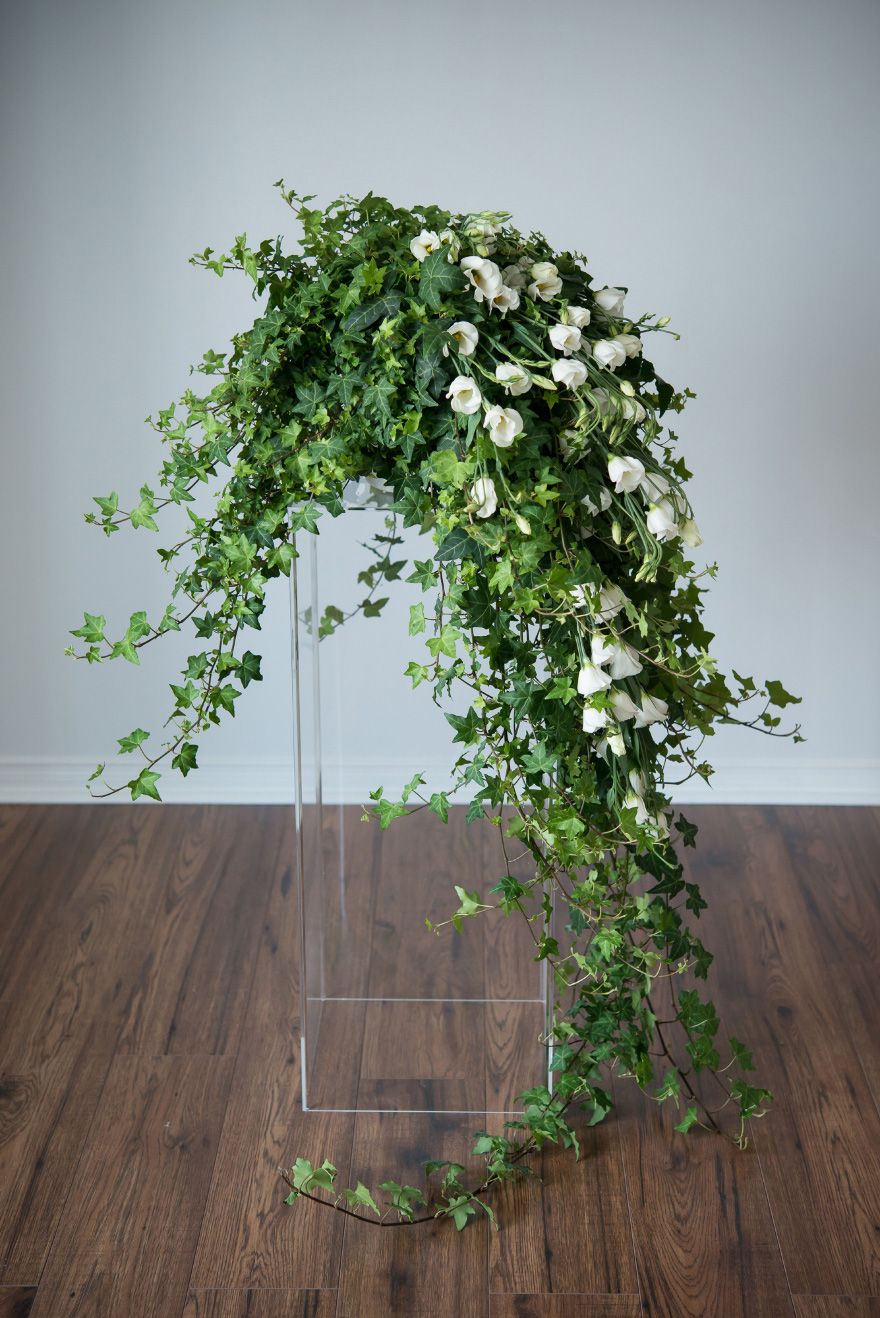 White and Green Wedding Flowers Decor | Confetti.co.uk
