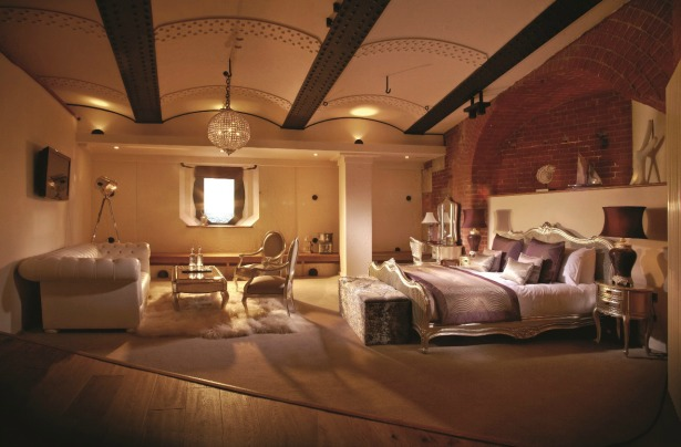 A luxury bedroom at Spitbank Fort | Confetti.co.uk