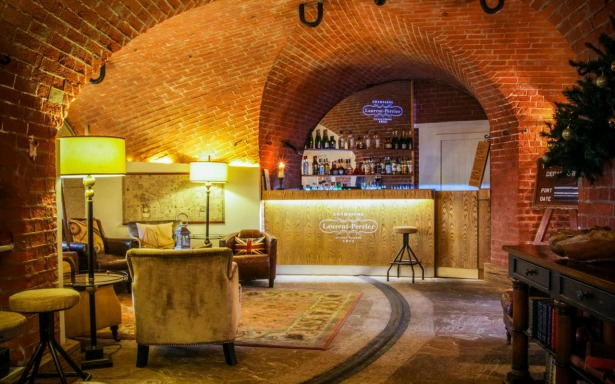 The Champagne bar at Spitbank Fort | Confetti.co.uk