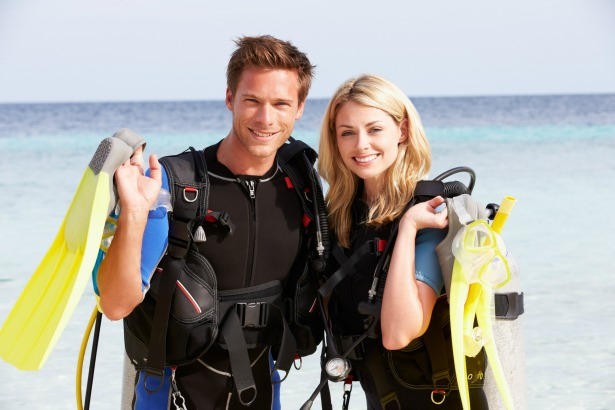 Scuba diving couple on Honeymoon in Greece by Tinggly | Confetti.co.uk