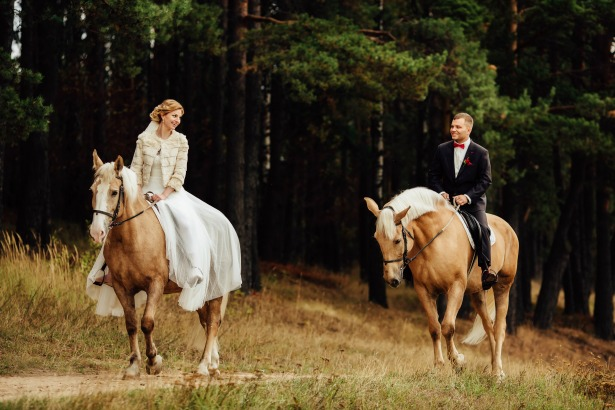 Horse riding couple on Honeymoon in Greece by Tinggly | Confetti.co.uk