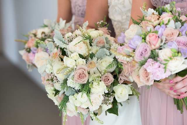 picking the perfect wedding flowers
