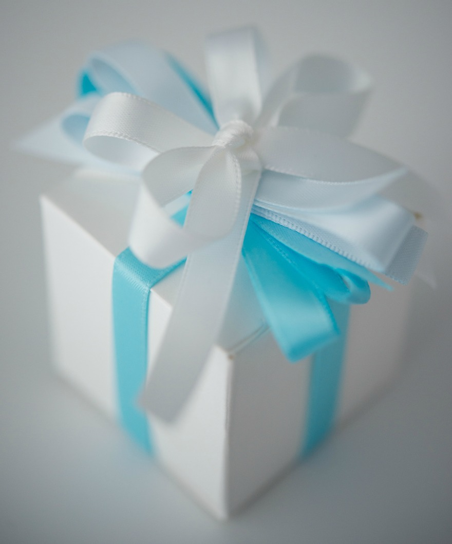 Favour box with blue and white ribbons | Confetti.co.uk