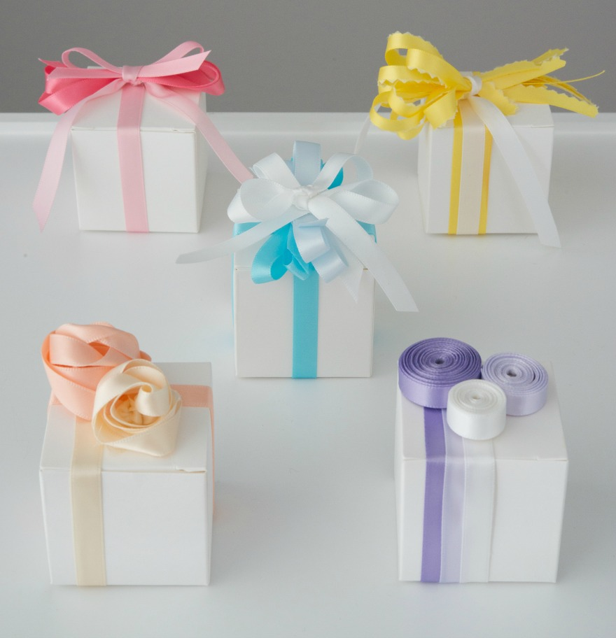Favour boxes with coloured ribbons | Confetti.co.uk