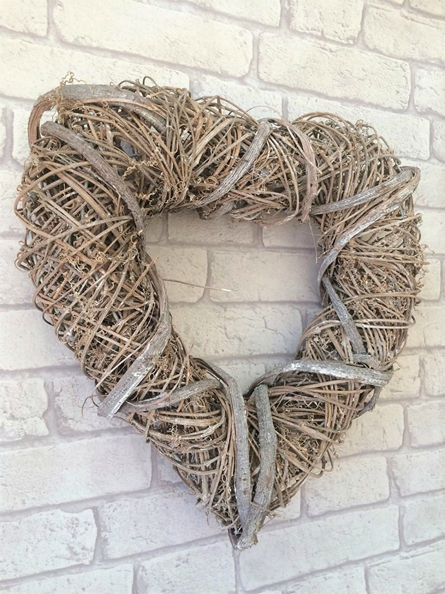 Large natural hanging heart | Confetti.co.uk