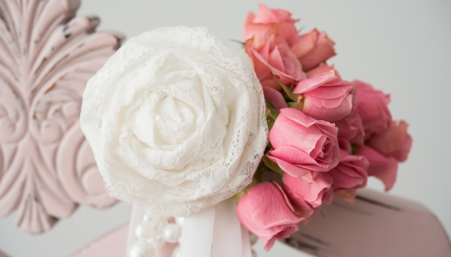 DIY Pretty Pearls Roses and Lace Aisle Markers | Confetti.co.uk