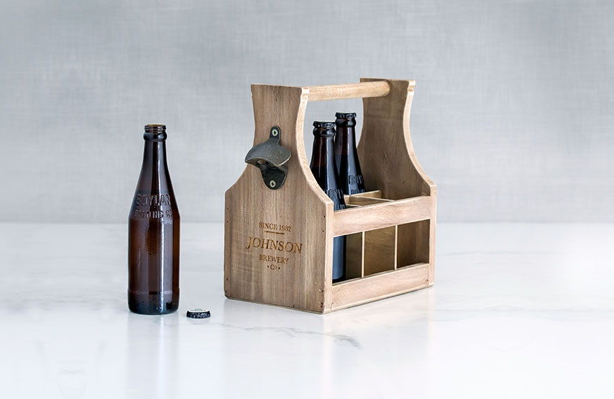 Personalised wooden beer caddy | Confetti.co.uk