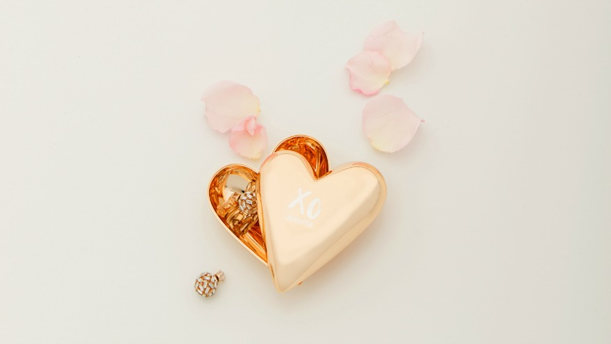 Personalised Gold Modern Heart Jewellery Box Bridesmaid Gift Idea - XO With Etching | Confetti.co.uk
