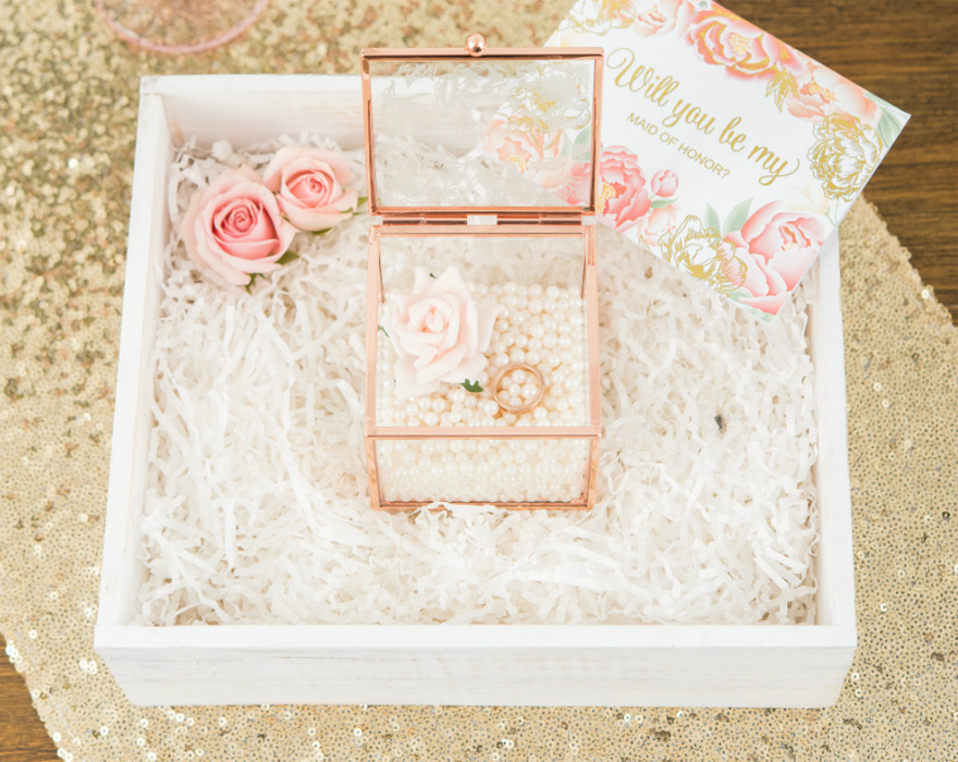 Will You Be My Maid of Honour Gift Box Pearls and Roses | Confetti.co.uk
